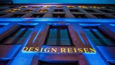 Theresienstraße 1 lautet die Adresse des neu gestalteten Verkaufsbüros von Design Reisen, die selber von einem Travel Store sprechen.