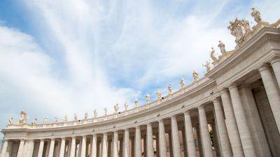 Die Sixtinische Kapelle in Rom ist für viele Menschen ein Traumreiseziel, sie gilt als eine der prächtigsten Kirchen der Welt. Reisende etwa bei Windrose erhalten exklusiven Zutritt zur Kirche und können sich das Bauwerk alleine ansehen. Im Anschluss wartet ein privater Brunch im vatikanischen Garten.