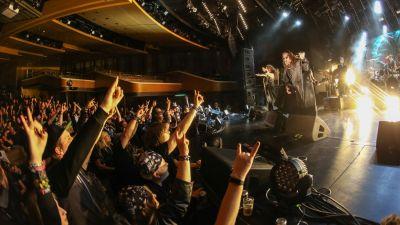 Aber bitte mit Schminke: Die Band Powerwulf gehörte zu den Acts, die den Gästen der Full Metal Cruise einheizte.