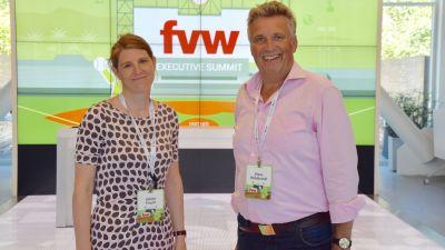 Empfang mit großem fvw-Logo: Sabine Pracht und Klaus Hildebrandt im Besucherzentrum.
