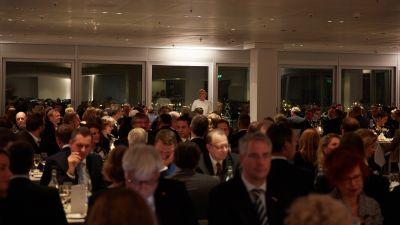Im Panoramadeck des Emporio-Hochhauses mit Blick über Hamburg fand das festliche 37. Neujahrsessen der fvw statt.