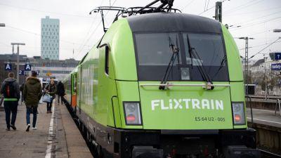 Rund 300 Gäste waren bei der Premierenfahrt von Flixtrain von Hamburg nach Köln dabei.