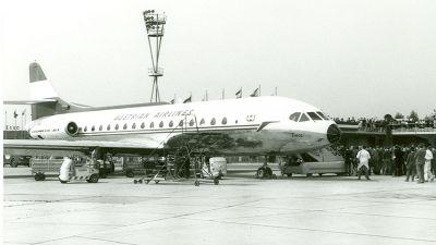 Mit der Sud Aviation Caravelle begann im Februar 1963 das Jetzeitalter bei Austrian Airlines. Die aus heutiger Sicht extrem laute Maschine aus französischer Produktion war insgesamt zehn Jahre für Austrian im Einsatz. Charakteristisch war die ungewöhnliche, leicht dreieckige Form der Fenster.