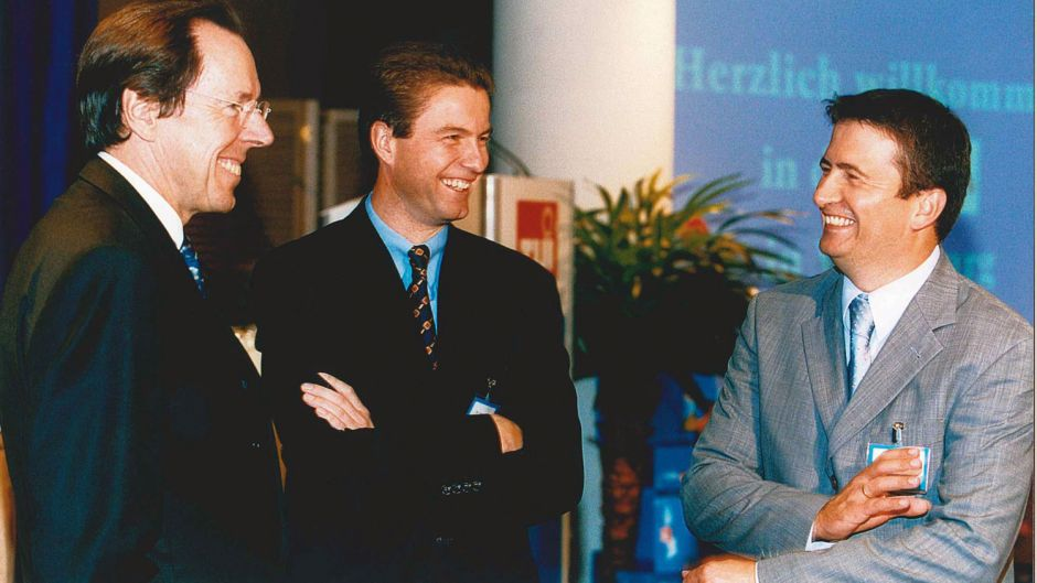 Presentation of the winter brochures in July 2000: chairman Ralf Corsten and Volker Böttcher, who headed TUI Germany from 2001 until 2013, with press chief Mario Köpers.