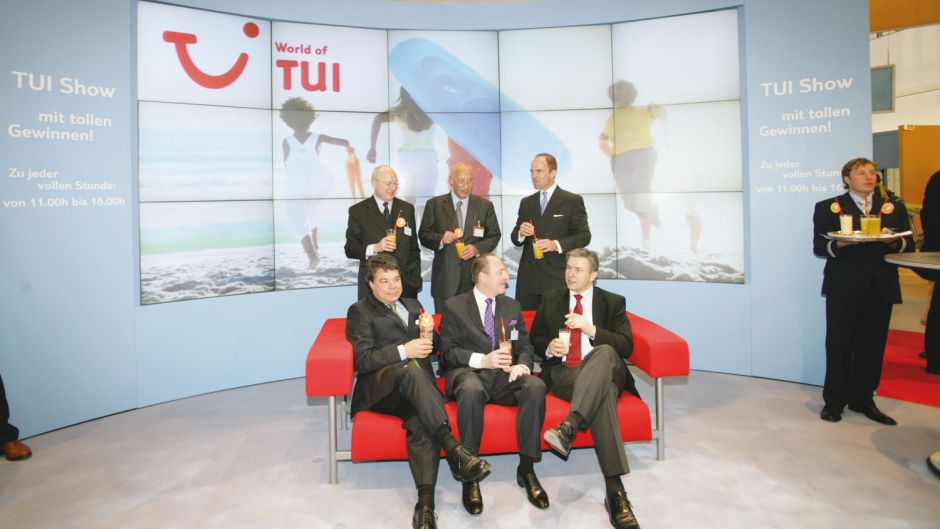 Berlin's city mayor visited the TUI stand at ITB in 2005. Front row: Messe Berlin chief Raimund Hosch, Karl J. Pojer, then head of TUI Hotels & Resorts, Berlin mayor Klaus Wowereit. Back row: Klaus Zumpfort (TUI), Klaus Laepple (BTW) and Christian Göke (Messe Berlin).