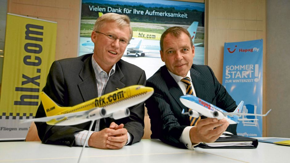 TUI entered the low-cost flights market with HLX in a yellow taxi look – and lost plenty of money. In 2007, HLX and leisure airline Hapagfly were merged and operate since then as TUIfly. The airline managers Roland Keppler, who has just left TUI Group for a second time, and Christoph Müller, today with Emirates, presented the plans.