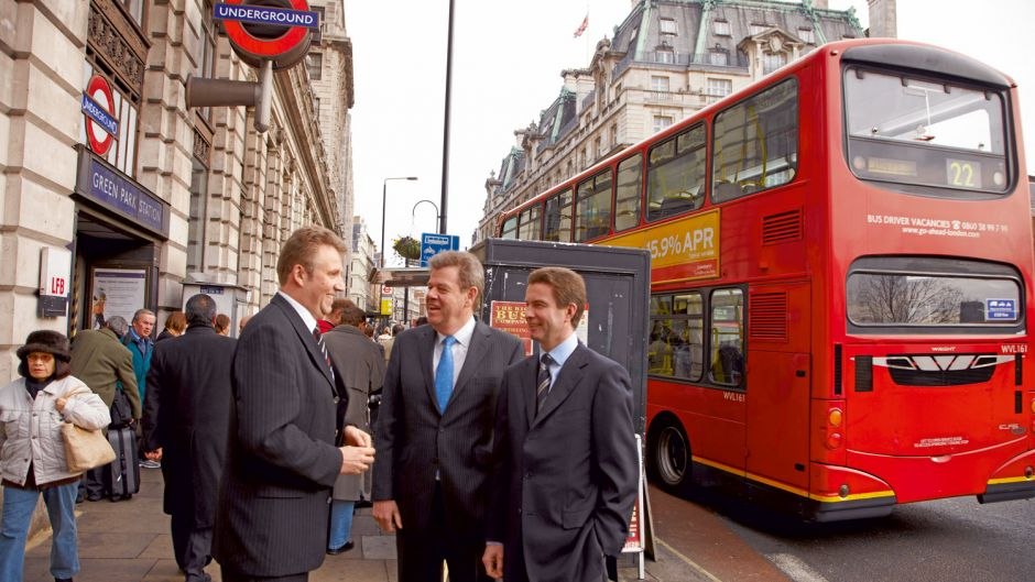 In 2007, TUI merged its tourism business, excluding hotels and cruises, with the British tour operator First Choice as TUI Travel PLC, after Thomas Cook had earlier taken over the rival firm My Travel/Airtours. First Choice chief Peter Long (centre), here in 2008 in London with TUI Germany chief Volker Böttcher and Klaus Hildebrandt (fvw), became head of TUI Travel. Today Long is deputy chairman of the supervisory board.
