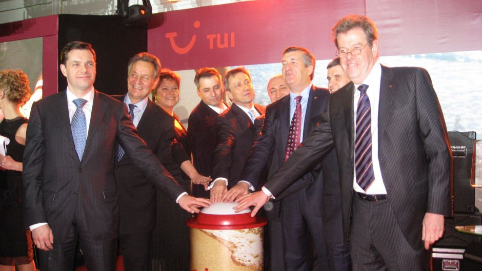 Foundation of TUI Russia in Moscow in 2010. Pictured left is Russian industrialist Alexey Mordashov, TUI's largest shareholder with a stake of nearly 25 percent and who is the joint venture partner of TUI Russia & CIS through his private holding.