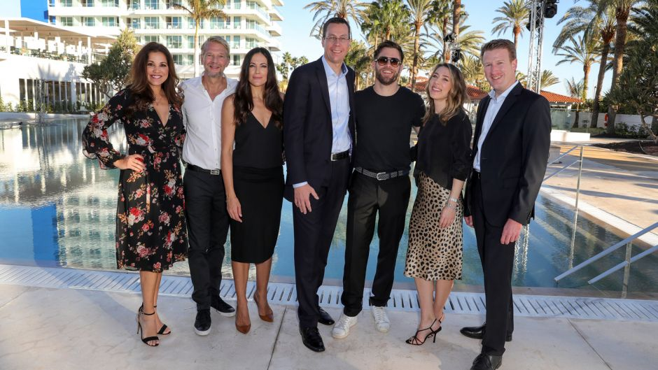 Among the guests were (from left) Karen Webb, actors Kai Wiesinger and Bettina Zimmermann, Robinson boss Bernd Mäser, actors Ken Duken and Marisa Leonie Bach as well as Robinson manager Tobias Neumann.