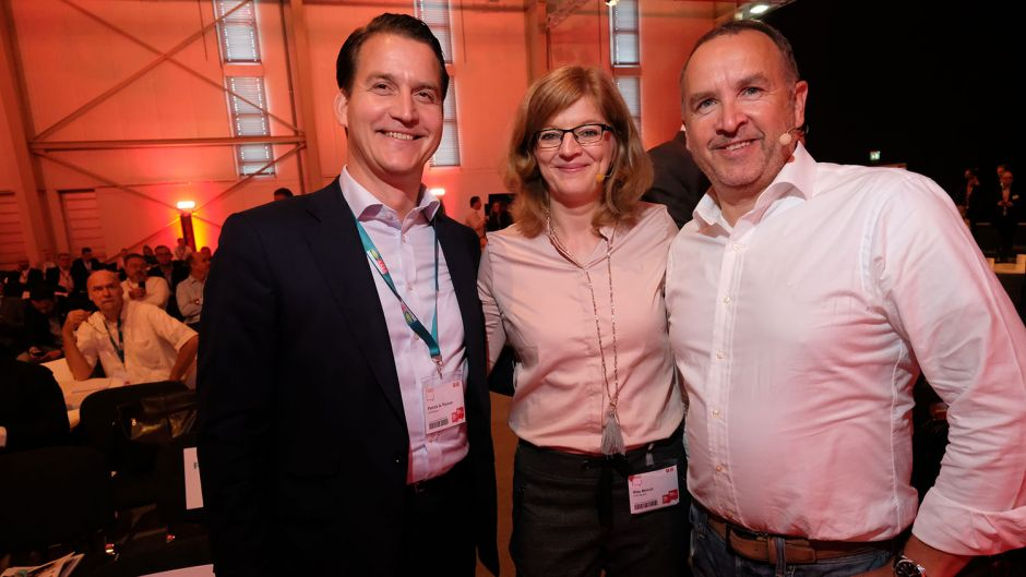 from left: Patrick A. Pannen (FVW Medien publishing manager), Rita Münck (fvw) and Oliver Wagner (Eurowings)