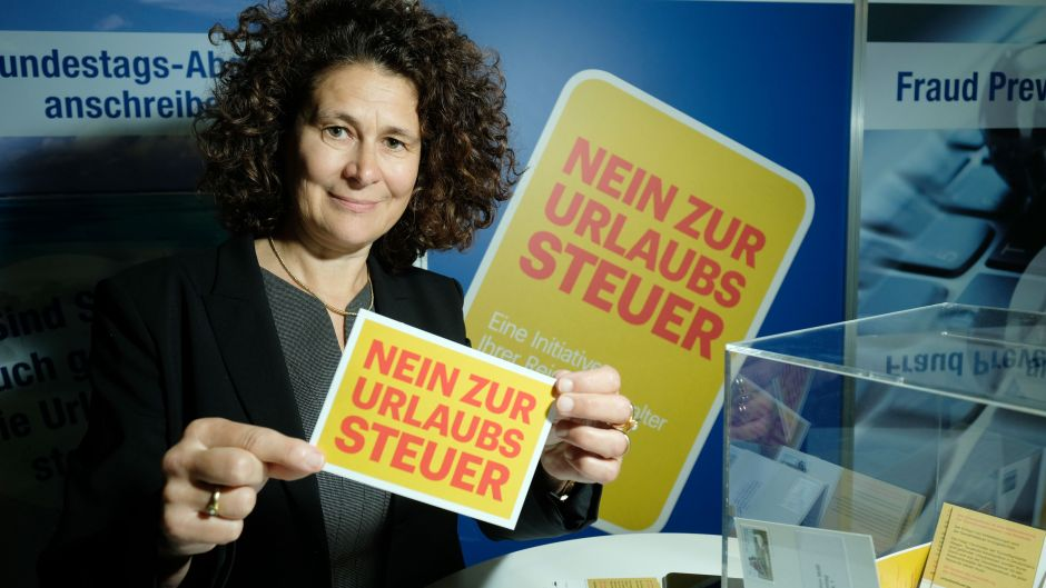 The German Travel Industry Association (DRV) continued its campaign against the so-called 'holiday tax' at the fvw Kongress. Thomas Cook's Stefanie Berk supported the campaign.