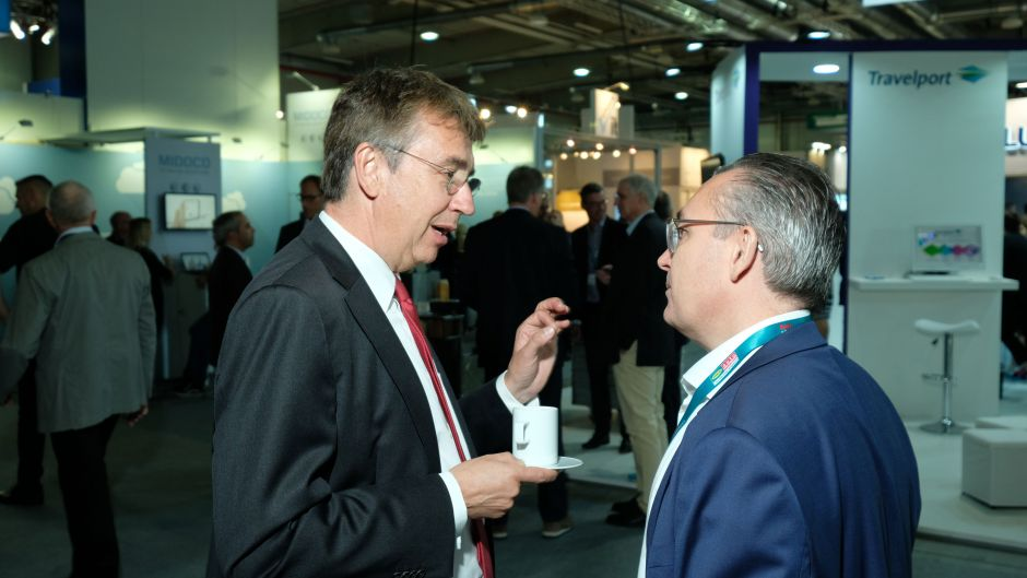 Andreas Mundt, head of the German Cartel Office, in discussion with Michael Buller, president of the German online travel retailers association (VIR).