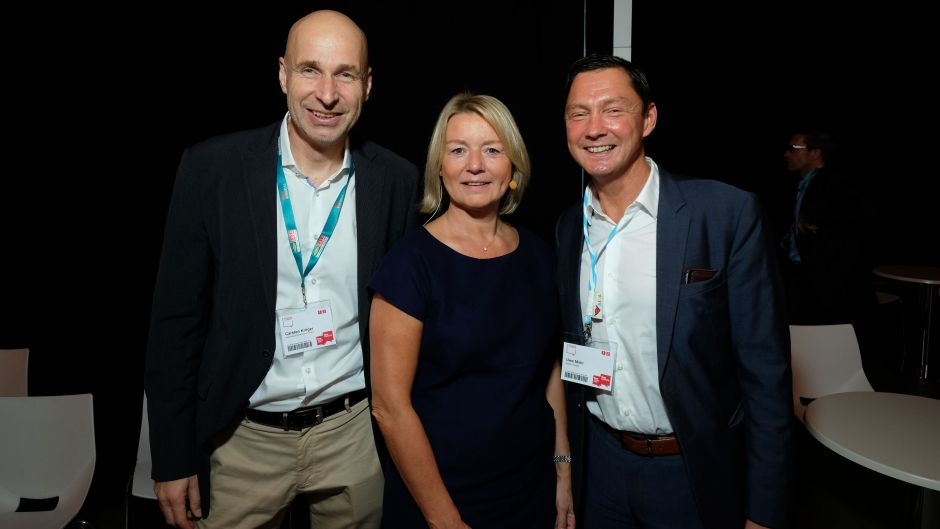Carsten Kröger (International Carrier Consult, left) with fvw publisher Marliese Kalthoff and Uwe Mohr (Aida Cruises)