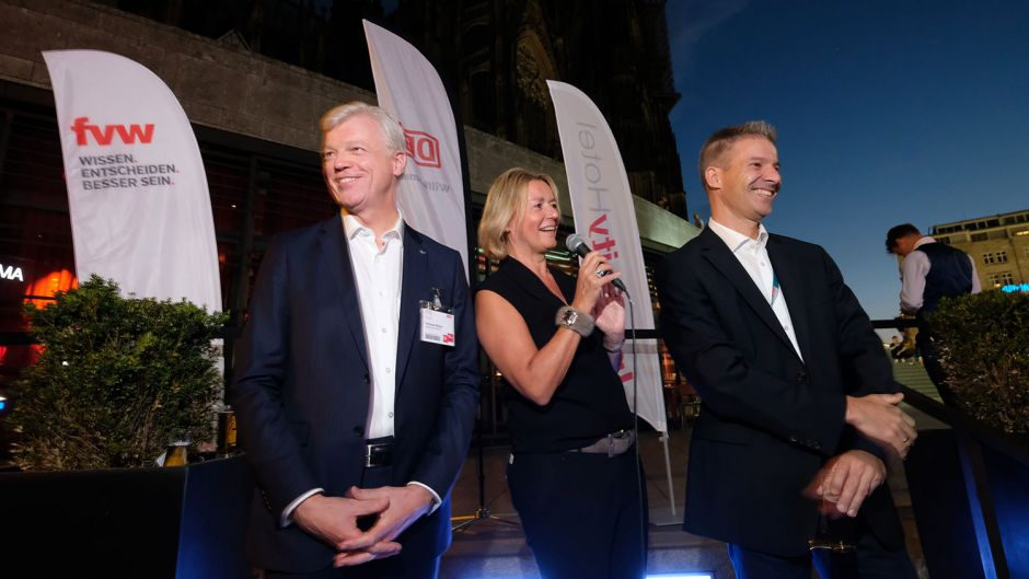 Thomas Willms, Marliese Kalthoff and Mathias Hüske open the Kongress party.