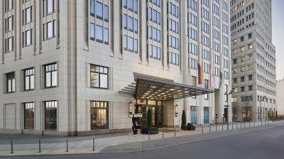 Das The Ritz-Carlton Berlin ist im Art-Déco Stil erbaut. Es wurde umfangreich renoviert.
