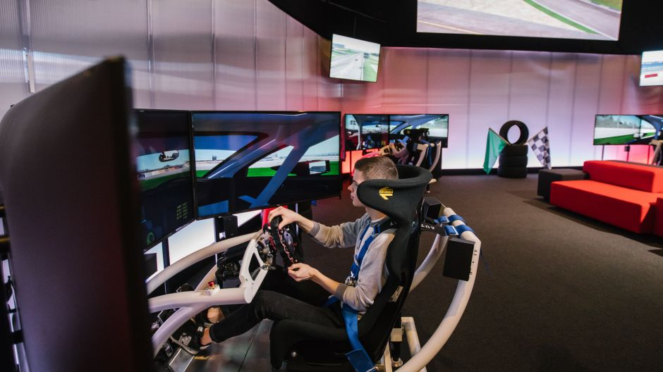 "Für Formel-1-Fans: Sim Mobility – Virtual Racing"" in der Autostadt."