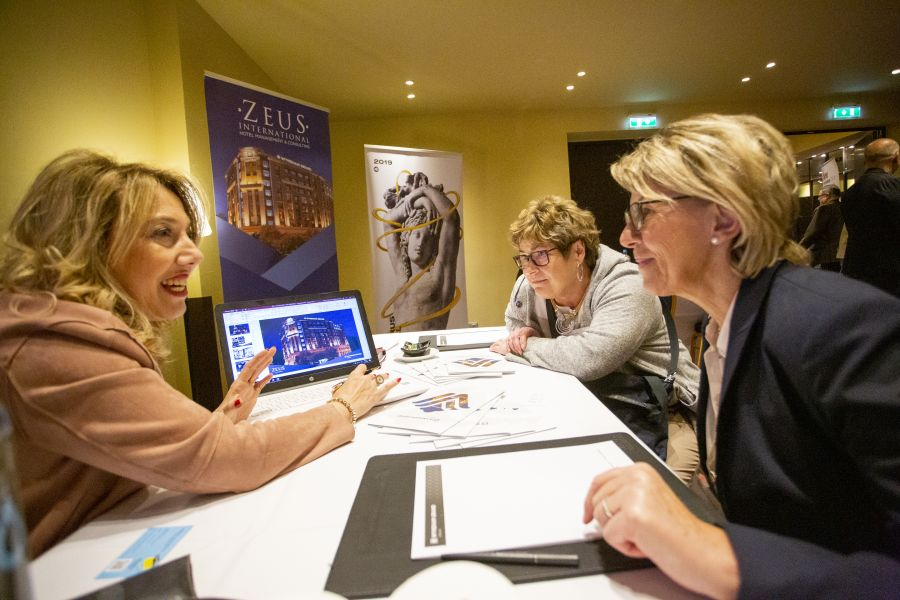 Greek hoteliers informed German travel agents about their offers at the end of the conference day.