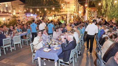 Den ersten Tagungstag beenden die 140 Teilnehmer beim Abendessen in der Altstadt von Alacati. Die Gäste sind von der Atmosphäre der Kleinstadt auf der Halbinsel Cesme begeistert.