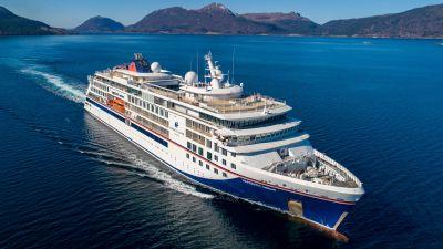 Die Hanseatic Nature ist das erste von drei neuen Expeditionsschiffen für Hapag-Lloyd Cruises. Das Schiff für maximal 230 Passagiere wurde am 4. Mai in Hamburg getauft und ging danach auf die erste Fahrt.