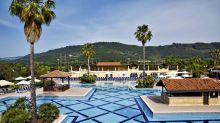 Die großzügige Pool-Anlage des neuen TUI Magic Life Calabria.
