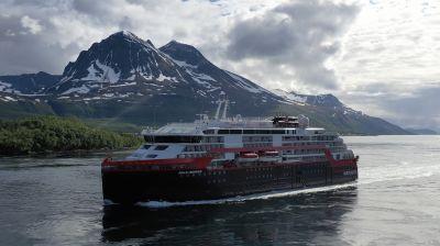 Die Roald Amundsen von Hurtigruten ist das erste batteriebetriebene Hybrid-Expeditionsschiff der Welt.