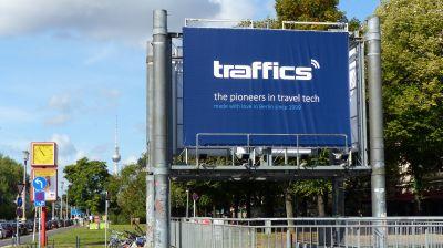 Unübersehbar: Mega-Plakate weisen den Weg. Bei Traffics gibt es etwas zu feiern – 20 Jahre.