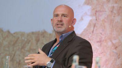 """Nigel Beighton (Chief Information Officer Atcore): """"Mit dem Übertragungsstandard 5G betreten wir gerade die nächste Stufe der mobilen Revolution – mit neuen Veränderungen, Herausforderungen und Möglichkeiten für die Reisebranche."""""""