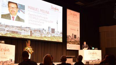 TSS-Chef Manuel Molina begrüßt über 500 Teilnehmer im Estrel Hotel Berlin.