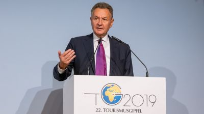 Michael Frenzel, BTW-Präsident, eröffnete den 22. Tourismusgipfel im Berliner Luxus-Hotels Adlon mit einordnenden Worten zum Markt.