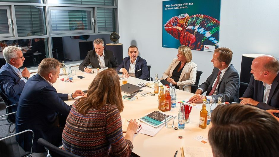 An intensive two-hour discussion at fvw's Hamburg office