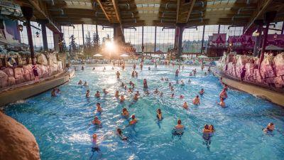 Der Wasserpark erstreckt sich über 32.600 Quadratmeter und neun Themenwelten.