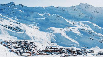 Viele Skigebiete schließen sich zusammen, um im hart umkämpften Markt attraktiver zu werden. Das Skigebiet Val Thorens zum Beispiel gehört zum Mega-Skigebietsverbund Les Trois Vallées.