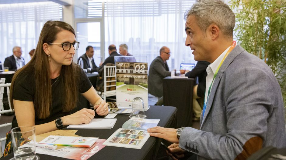 Speed-dating during the congress day. Andalusian suppliers took the chance to meet German travel agents.