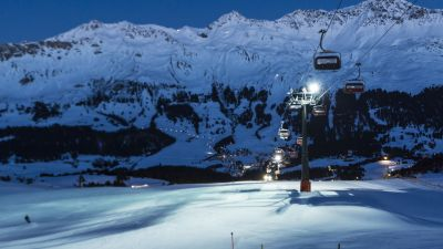 Over two valleys and three mountainsides: the gondola makes Arosa and Lenzerheide into one of the largest connected skiing areas in Switzerland.