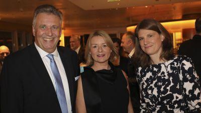 Marliese Kalthoff (Geschäftsführerin und Herausgeberin) mit den fvw-Chefredakteuren Sabine Pracht und Klaus Hildebrandt.