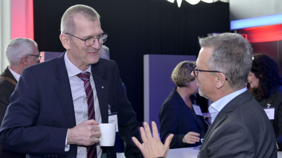 Time for networking: Andreas von Puttkamer (Munich Airport, left) in discussion with Thorsten Lettnin (United Airlines),