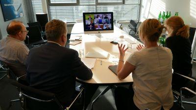 Das fvw-Team diskutierte am Bildschirm mit den Touristik-Chefs.