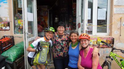 Alltag auf der Georgien-Radreise von Biss Aktivreisen: Begegnungen mit Einheimischen.
