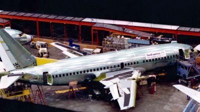 Der erste Sun-Express-Jet bei Boeing während der Bauphase.