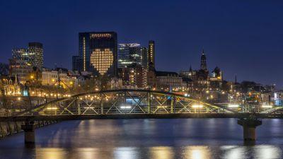 Hamburg zeigt Herz: das Empire Riverside Hotel in der Hansestadt.