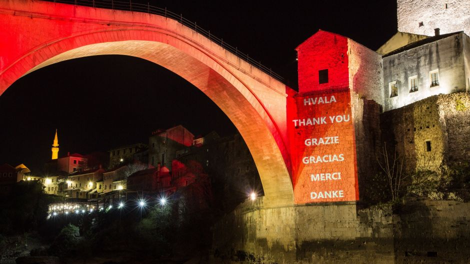 """Thanks"" to all helpers: the Stari Most bridge in Mostar in Bosnia-Herzegovina."