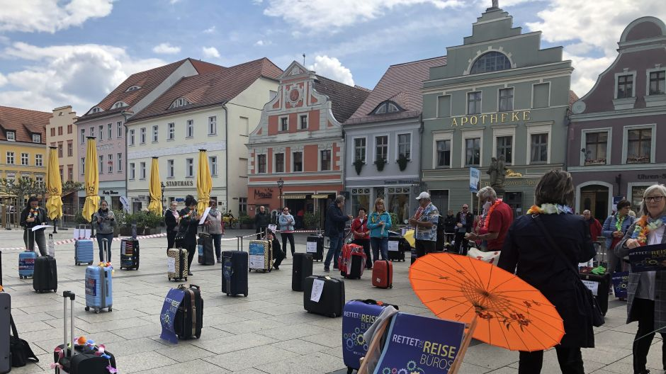 Protests in a historic setting: in the East German city of Cottbus, travel trade professionals also took to the streets.