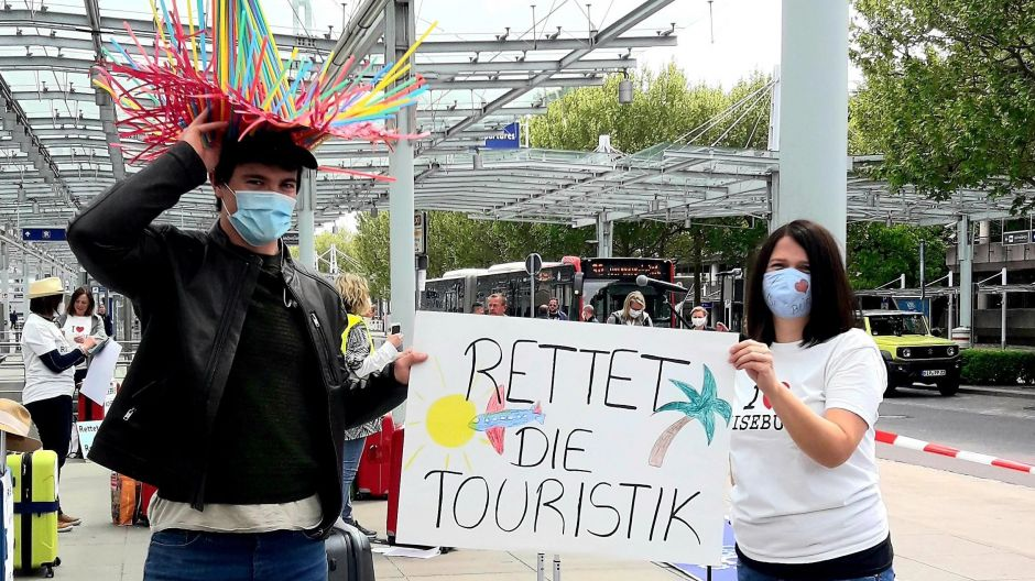 """Save the tourism industry"": travel experts in Wiesbaden losing money, not their sense of humour."