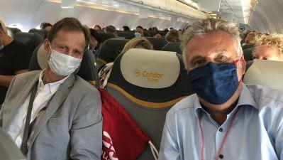Abflug nach Mallorca: Condor-Verkaufschef Paul Schwaiger und fvw-Chefredakteur Klaus Hildebrandt.
