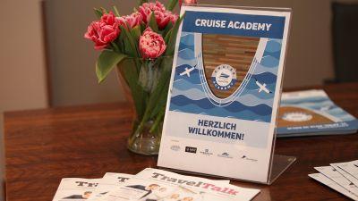 Willkommen zur TravelTalk Cruise Academy. Die Veranstaltung fand im Dorint Hotel am Heumarkt in Köln statt.