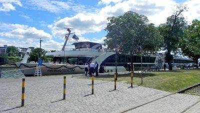 Die Nicko Vision ankerte für ihre Taufe bis Dienstag in Frankfurt am Main, bevor sie Richtung Passau weiterfuhr.