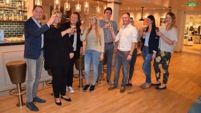 Willkommen an Bord: Aida-Vetriebschef Uwe Mohr (links) begrüßte die acht Reiseprofis persönlich an Bord der Aida Nova.