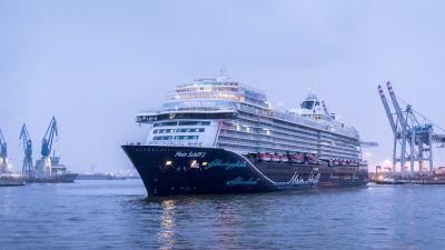 Beim Erstanlauf im Hamburg wurde die neue Mein Schiff 2 am 25. Januar von Schnee und eisigen Temperaturen begrüßt