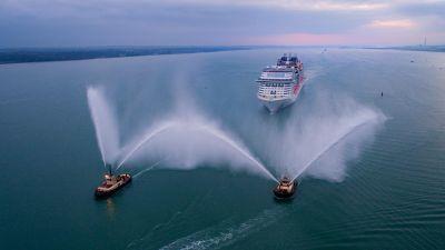 Einlaufen im Hafen von Southampton. Die Bellissima ist das neue Flaggschiff von MSC, ausgestattet mit reichlich Komfort und moderner Umwelttechnologie.