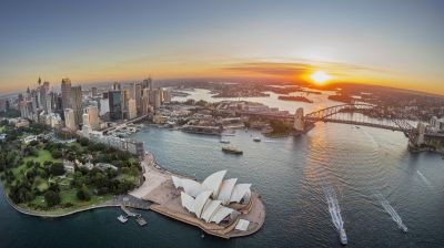 Sydney, die Hauptstadt des Bundesstaats New South Wales, mit Hafen und der berühmten Oper.
